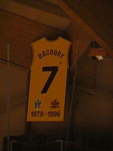 Le retrait du maillot du CSP Limoges porté par Richard Dacoury.