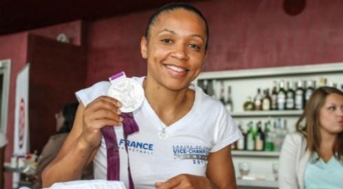 Edwige Lawson Wade, vice-championne olympique aux JO de Londres en 2012 et sa médaille d'argent. (c) lawson-wade.com