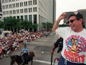 Rudy T célèbre son deuxième titre de champion avec Houston (c) Houstonchronicle.com