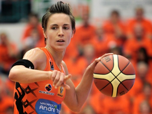 Céline Dumerc Tango Bourges ballon en main (c) Olivier Martin