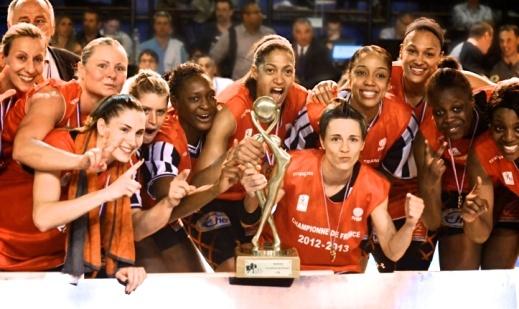 Celine Dumerc championne de France 2013 avec les Tango de Bourges (c) caps9.net