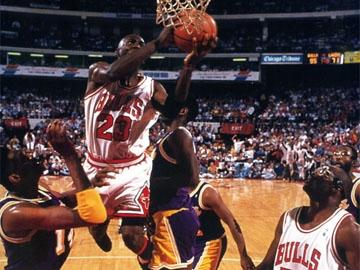 Michael Jordan, une première finale et une action de légende
