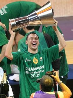Saras wins Euroleague (c) Zimbio