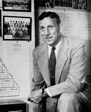 800px-John_Wooden_-_Southern_Campus_1960