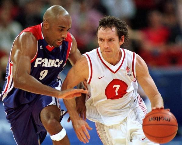 Dioumassi défendant sur Nash lors de France-Canada au JO de Sydney (c) (c) CP Photo - COC - AOC Mike Ridewood