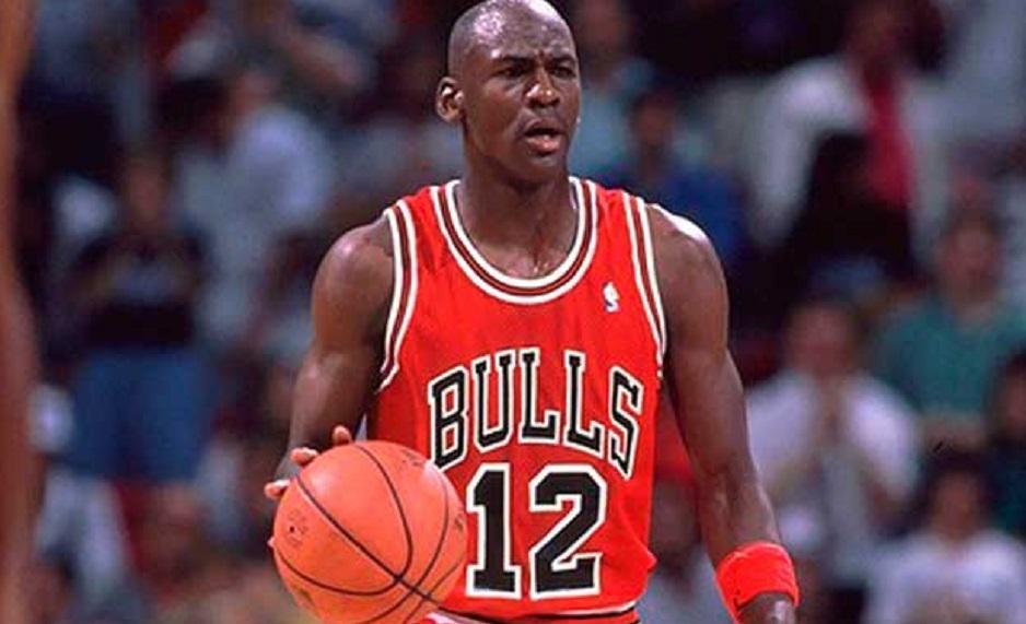 prix compétitif 67a08 1e2d4 Le jour où Michael Jordan portait le numéro 12 | Basket Retro