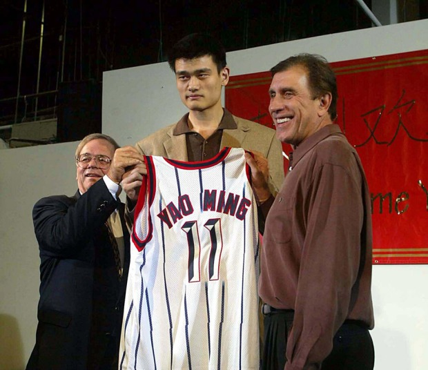 Yao Ming drafté en 2002 par les Houston Rockets (c) Ballislife com
