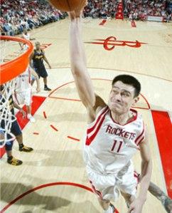 Yao Ming au dunk (c) nba.com