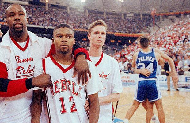 Décéption de UNLV après la défaite face à Duke en 1991 (c) complex.com