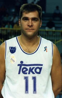 Arvydas Sabonis - Real Madrid (c) historiesdelessport