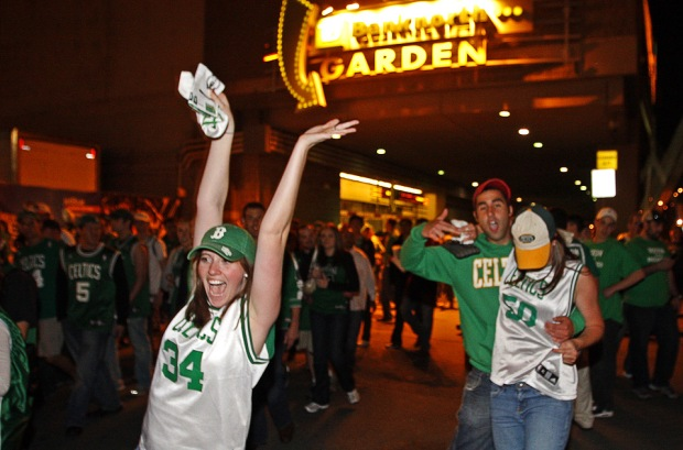 Joie des supporters de Boston lors du Game 7 (c) Matthew J Lee - Globe Staff