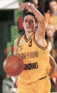 Audrey Sauret balle en main sous les couleurs de Valenciennes (c) DR