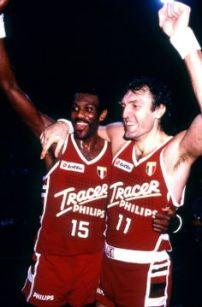Bob Mcadoo et Dino Meneghin tout sourire suite au succès en Euroligue (c) pinterest