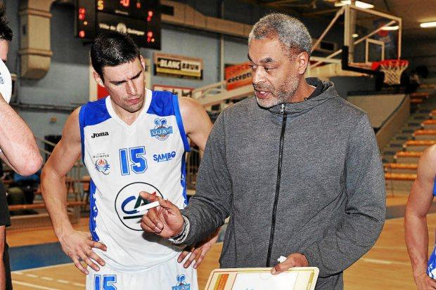 Ujap Quimper NM1 Hugues Occansey (avec Fabien Hérard à gauche) Photo Fanch Hémery