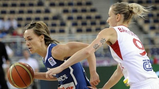 Céline Dumerc en action face à la République Tchèque à l'Euro 2011 (c) AFP