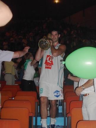 Fabien Dubos avec le trophée (c) guenael64.free.fr