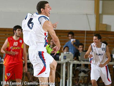 Antoine Diot exulte après la victoire contre l'Espagne en demi-finale (c) Fiba Europe - Castoria-Chamillo
