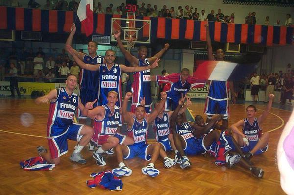 L'équipe de France, championne d'Europe Juniors en 2000 à Zadar en Croatie (c) frenchie-nba59 skyrock.com