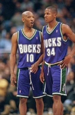 MIlwaukee-Bucks-1994-2000-Road-Away-Jersey-uniform