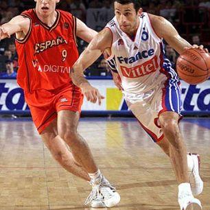 Antoine Rigaudeau au dribble lors de France - Espagne - EuroBasket 1999 (c) Fibaeurope
