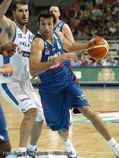 Antoine Rigaudeau contre la Grèce 2005 en demi-finale de l'Euro (c) Fiba Europe - Castoria - Fiba Pool