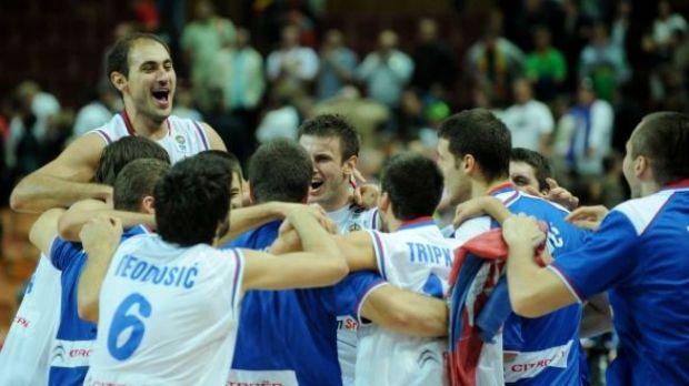 La joie des Serbes après leur victoire en demi (c) RTBF