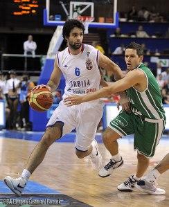 Milos Teodosic contre la Slovénie en demi-finale de l'Euro 2009 (c) Fiba Europe - Castoria - Parausic
