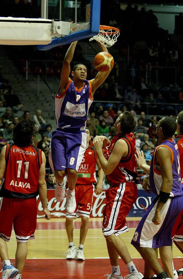 batum au dunk avec le MSB 2 (c) basketactucom