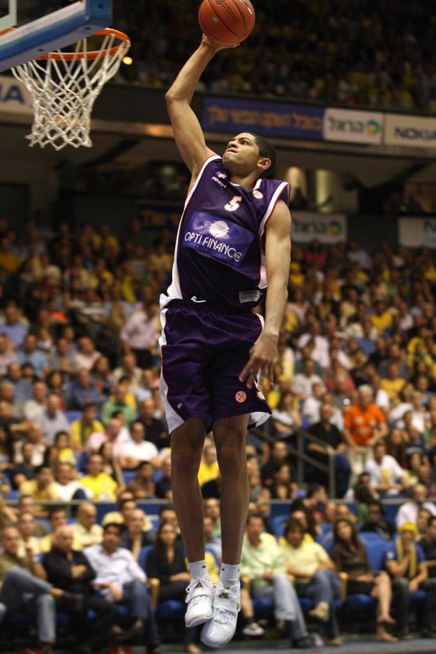 batum au dunk avec le MSB 3 (c) basketactucom