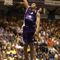 Batum au dunk avec le MSB (c) basketactu.com
