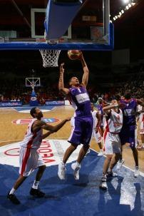 Batum au rebond avec le MSB (c) basketactu.com