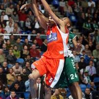 Batum en Euroligue part au dunk (c) basketactu.com