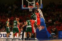 Batum en Euroligue stoppé par Ndong (c) basketactu.com