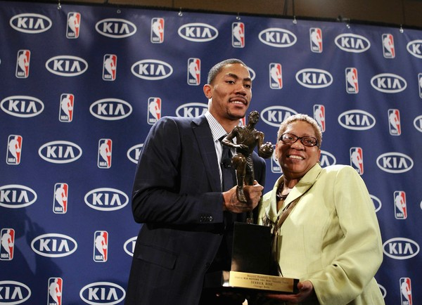 Derrick Rose et sa maman (c) Chris Sweda - Chicago Tribune