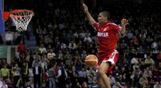James White dunk