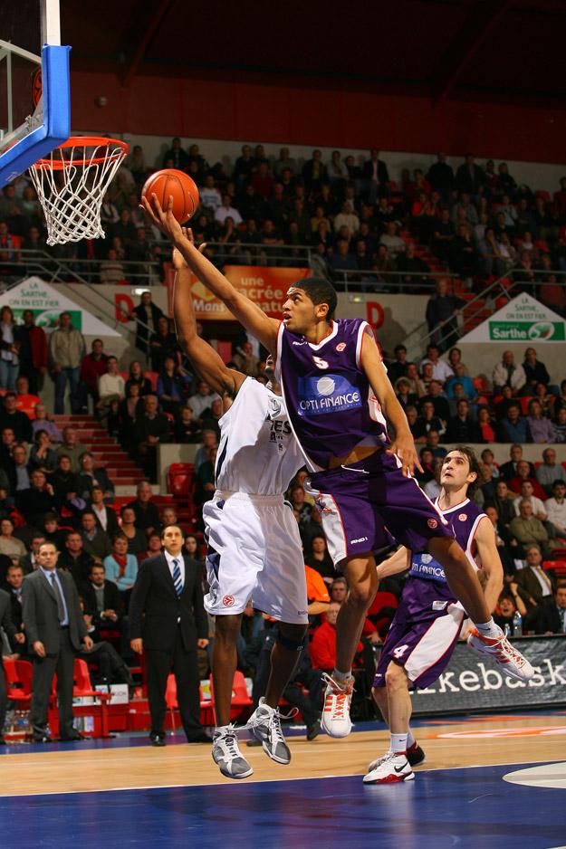 Nicolas Batum en Euroligue avec le MSB face à Efes Istanbul (c) basketactucom
