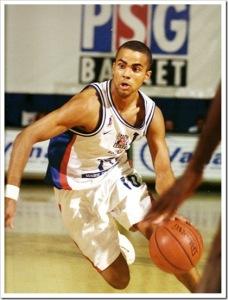 Tony Parker au dribble - Paris Basket Racing (c) Paris-canalhistorique.com