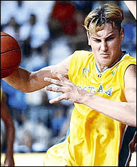 Andrew Bogut au championnat du monde junior avec l'Australie en 2003 (c) AFP