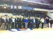 Photo de famille à la mi-temps du match PL-Chalon (c) Basket Retro - RS