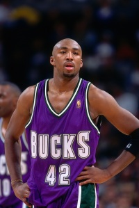 Vin Baker en Novembre 96 lors d'un match face aux Warriors (c) Rocky Widner/NBAE Getty Images