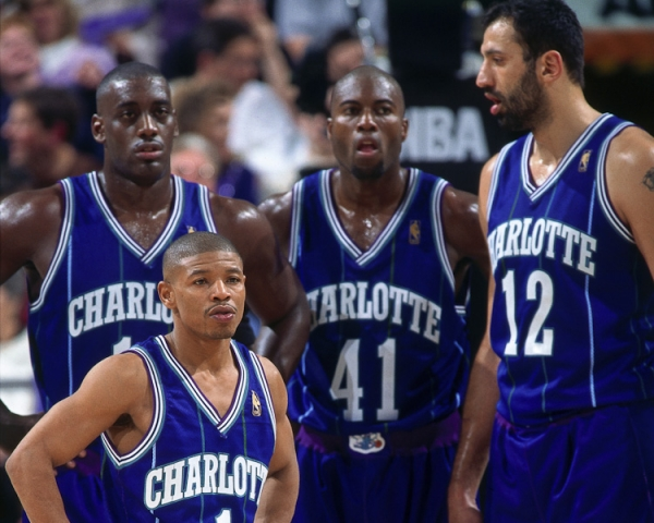 Anthony Mason avec Glen Rice - Vlade Divac et Muggsy Bogues aux Hornets (c) nba.com