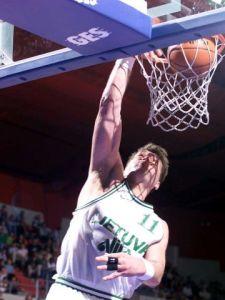 Arvydas Sabonis - Lituanie - au dunk (c) fibaeurope.com