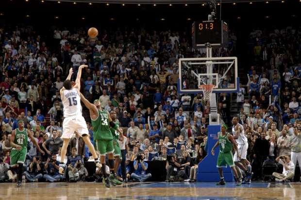 Hedo Turkoglu, son shoot au buzzer avec face à Boston (c) Fernando Medina - NBAE - Getty Images