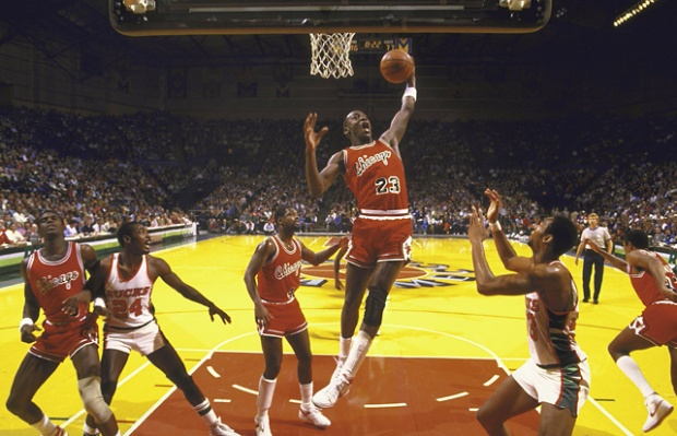 Jordan au rebond contre les Bucks en Playoffs @ NBAE