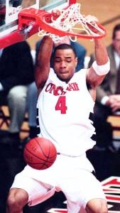 Kenyon Martin au dunk - Cincinnati Bearcats (c) Michael E. Keating