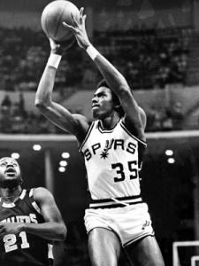 Larry Kenon au shoot - San Antonio Spurs (c) Getty