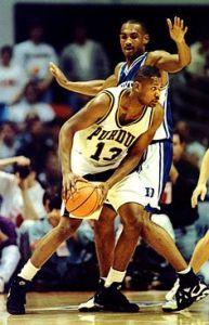 Glenn Robinson avec Purdue en 1994 face à Grant Hill de Duke (c) pinterest.com