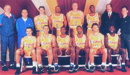 Tim Kempton et son numéro 11 lors de la photo officielle avec Limoges (c) beaublanc com