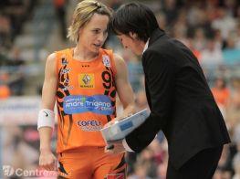 Valerie Garnier coach de Bourges avec Celine Dumerc (c) Olivier Martin - Centre France
