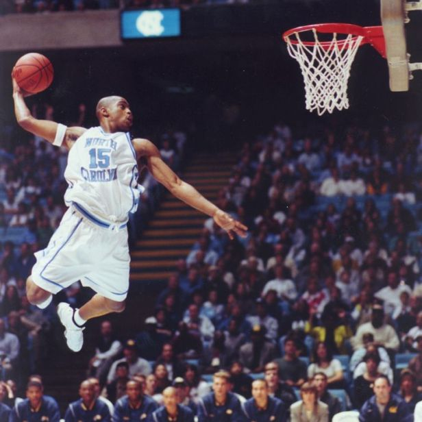 Vince Carter au dunk - North Carolina (c) Pinterest
